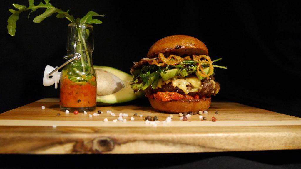 Himmlische Salate und höllisch gute Burger servieren die Schwestern Kaja Nohse und Ilka Luthe in Lupo's Foodtruck.
