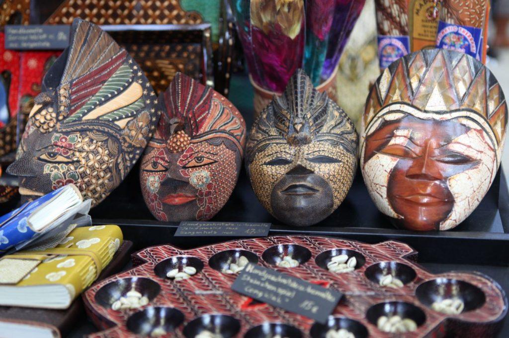 Holz steht bei Art of Indonesia an erster Stelle! Wohnaccessoires oder Schmuck aus Holz findet Ihr hier!